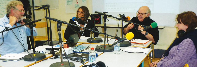 Pierre-Etienne Vanpouille (à gauche), ancien chef d'établissement, expert des nouvelles technologies et de la communication radiophonique anime son émission «L'école bousculée»