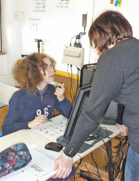 aesh-auxiliaire-de-vie-scolaire-statut-handicap-enseignement-catholique