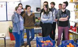 Les élèves en visite à l'épicerie sociale de Viry-Châtillon (Essonne).