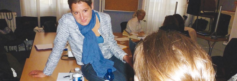 Maëlle Challan-Belval commente le jeu de rôle où les participants à la formation simulent une séance d'EARS avec des élèves.