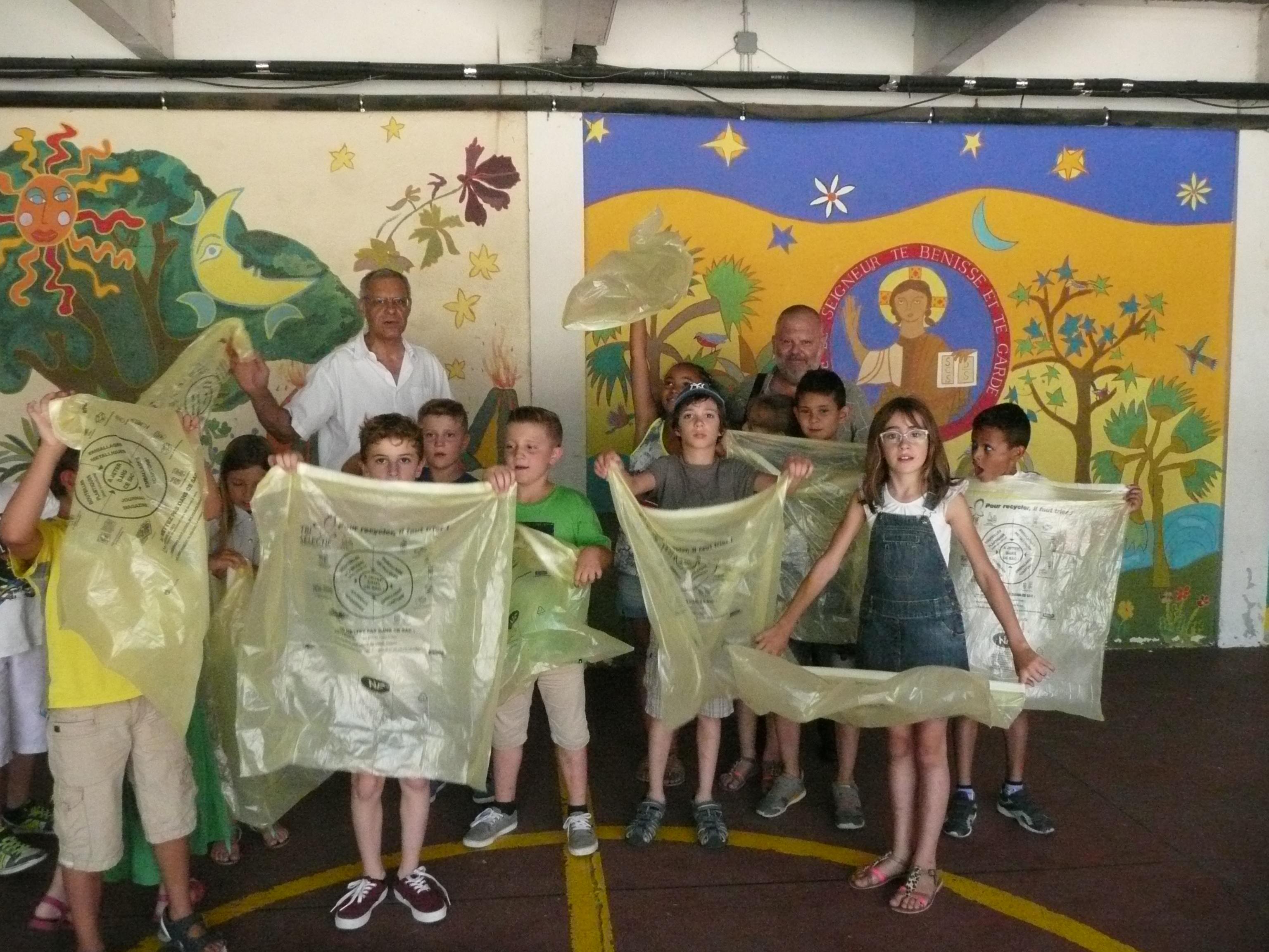 À l'Éco-École Notre-Dame d'Alès, le tri du papier avec les sacs jaunes fait partie des gestes du quotidien.